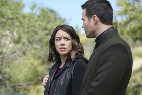 """MARVEL'S AGENTS OF S.H.I.E.L.D. - """"The Singularity"""" - The S.H.I.E.L.D. team is left reeling and decimated as Hive continues to sway Inhumans to his side. But there is a sliver of hope as Agents Fitz and Simmons follow a lead that may be able to stop the maniacal Inhuman once and for all, on """"Marvel's Agents of S.H.I.E.L.D.,"""" TUESDAY, APRIL 26 (9:00-10:00 p.m. EDT) on the ABC Television Network. (ABC/Eric McCandless) CHLOE BENNET, BRETT DALTON"""